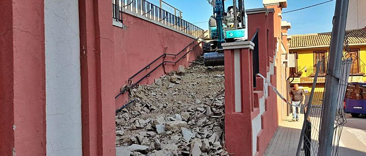 Obras de reforma del acceso al colegio Eloy Coloma. | INFORMACIÓN
