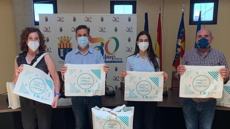 El Ayuntamiento dará a los vecinos una bolsa de tela por cada cinco de plástico para promocionar al comercio local y cuidar el medio ambiente
