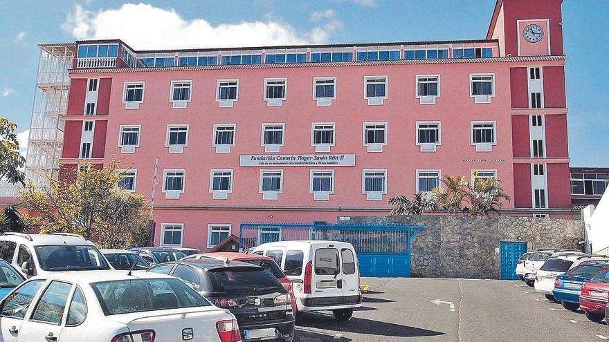 Los trabajadores denuncian el frágil protocolo de la residencia Santa Rita
