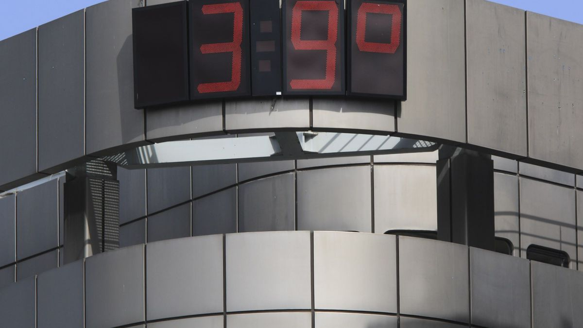 Termómetro de la Junta de Castilla y León marcando 39 grados