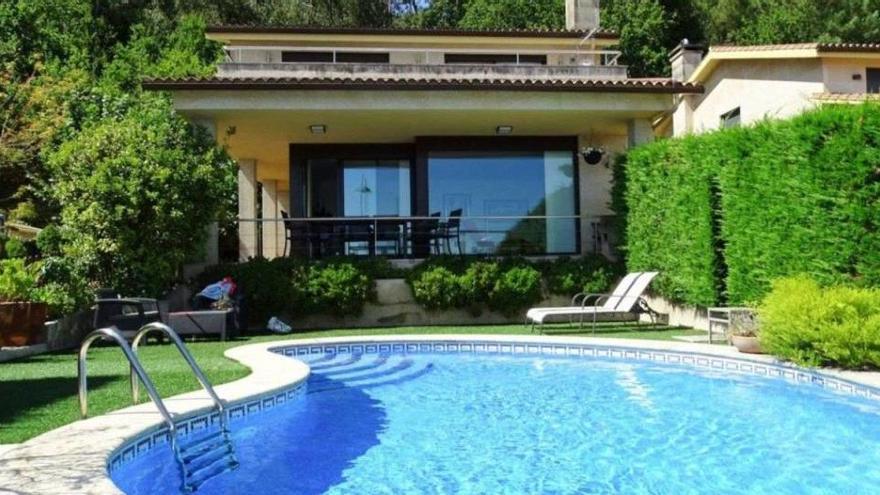 El chalet con piscina gana al apartamento estas vacaciones