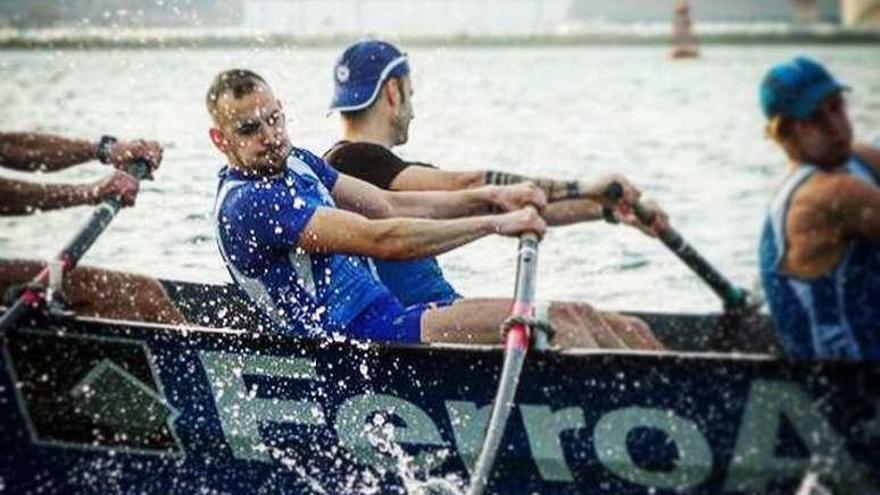 Álvarez Pedrosa vuelve a la élite del remo con la trainera de Astillero