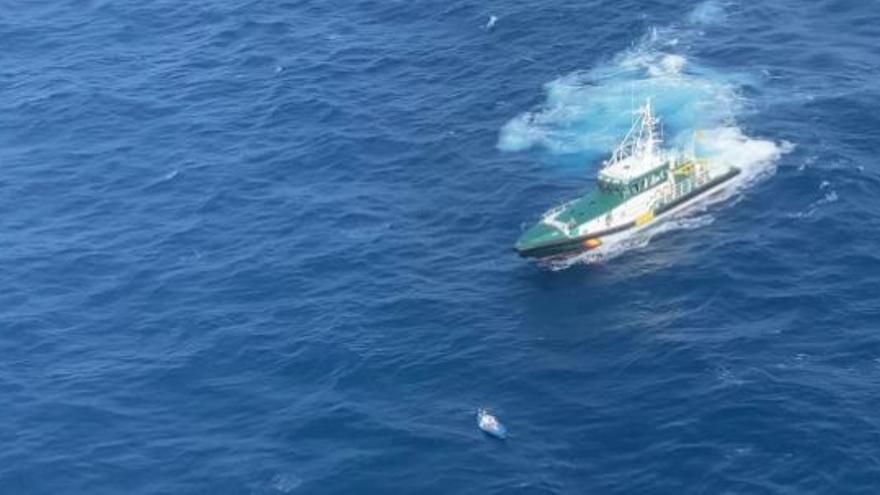 Así ha sido el rescate de un kayak que quedó a la deriva en Lanzarote