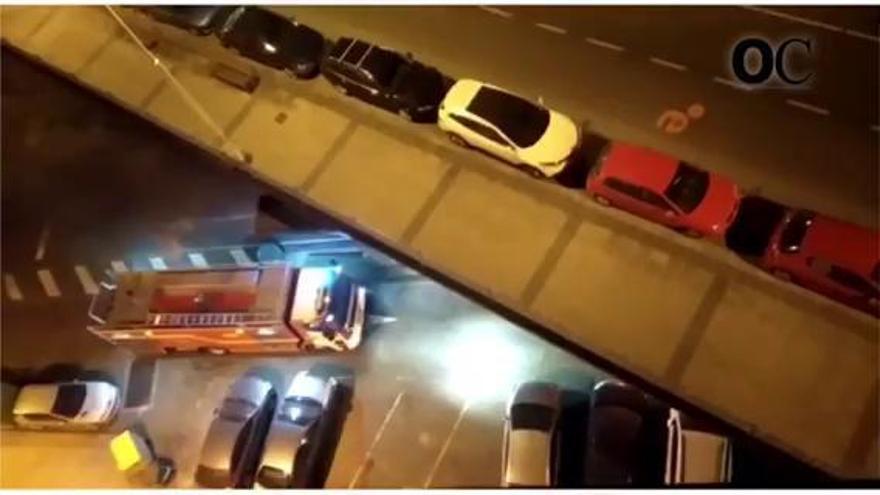 Siete coches aparcados en la calle Posse arden de madrugada