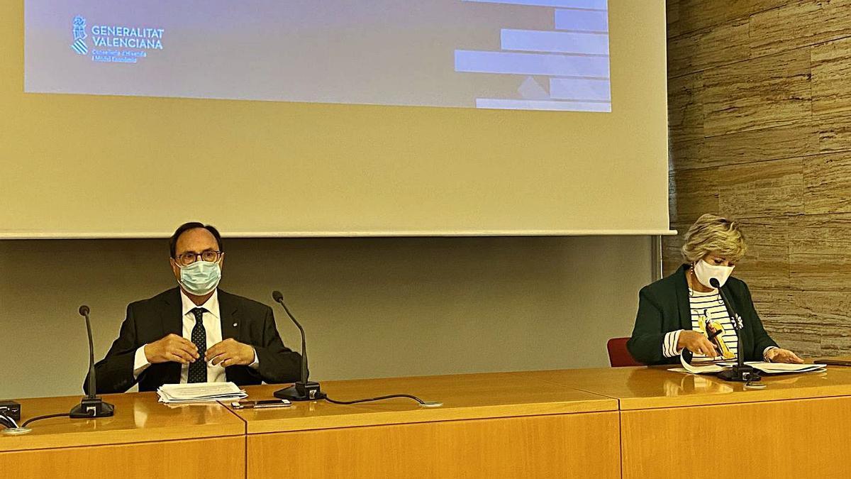 El conseller Vicent Soler y la delegada del Consell en Alicante, Antonia Moreno.