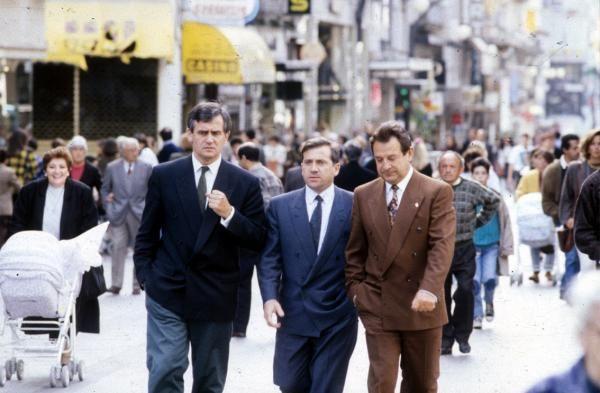 Carlos Mantilla con el exalcalde Manolo Pérez y José Cuíña paseando por Príncipe. // Cameselle