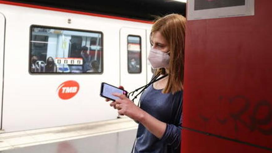 Barcelona es converteix en la primera ciutat del món a col·locar etiquetes intel·ligents a tota la xarxa de metro i bus