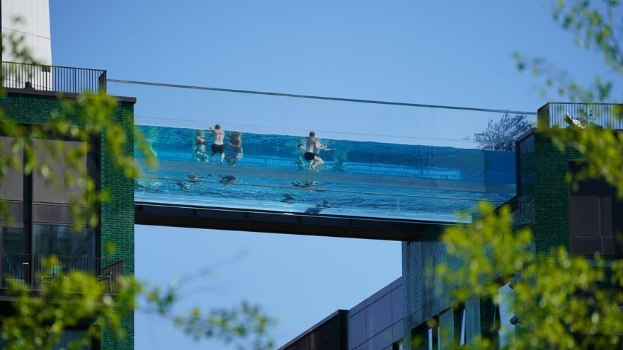 Londres inaugura una piscina a 30 metros de altura no apta para personas con vértigo