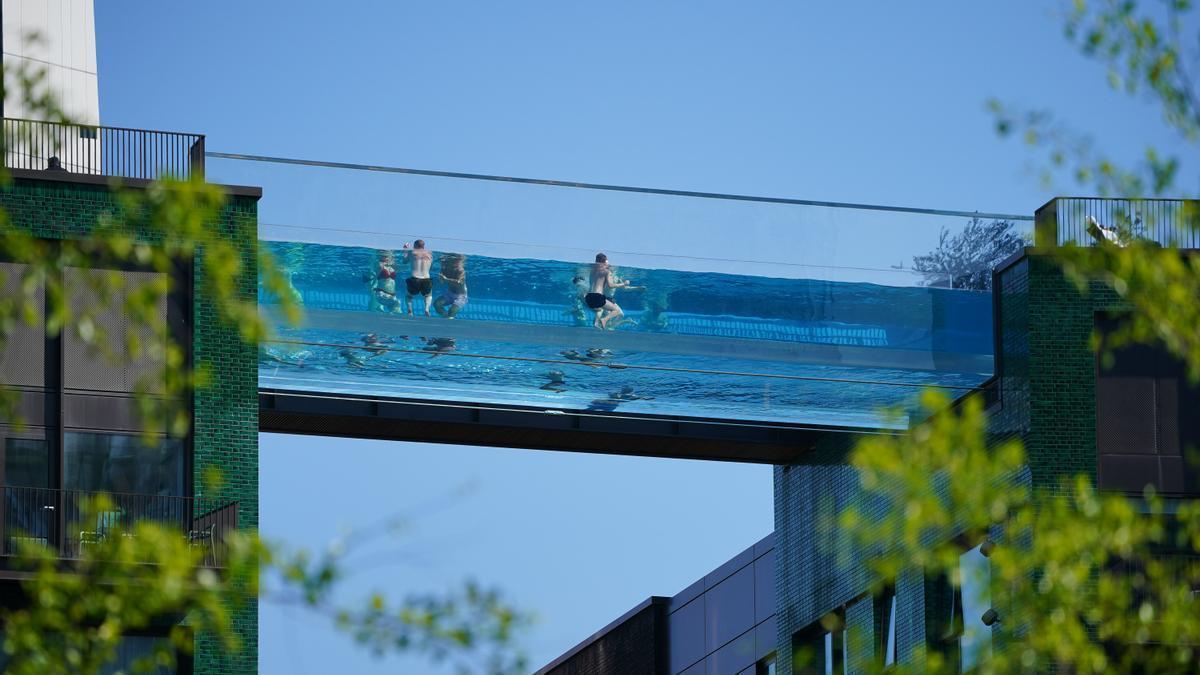 Sky Pool, la piscina flotante a 30 metros de altura.