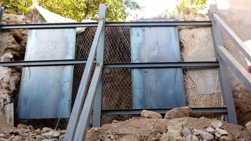 Culmina la obra de apuntalamiento de la de muralla de la calle San Fernando
