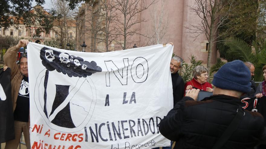 La Generalitat planteja tancar incineradores i aturar les noves