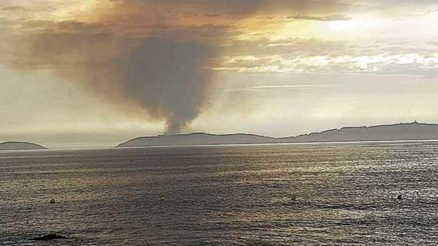 La borrasca que tiene en alerta a Galicia deja casi 5.000 rayos y 35 litros por metro cuadrado
