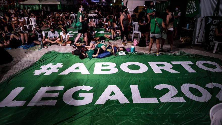 El Senado argentino legaliza el aborto voluntario hasta la semana 14 de embarazo