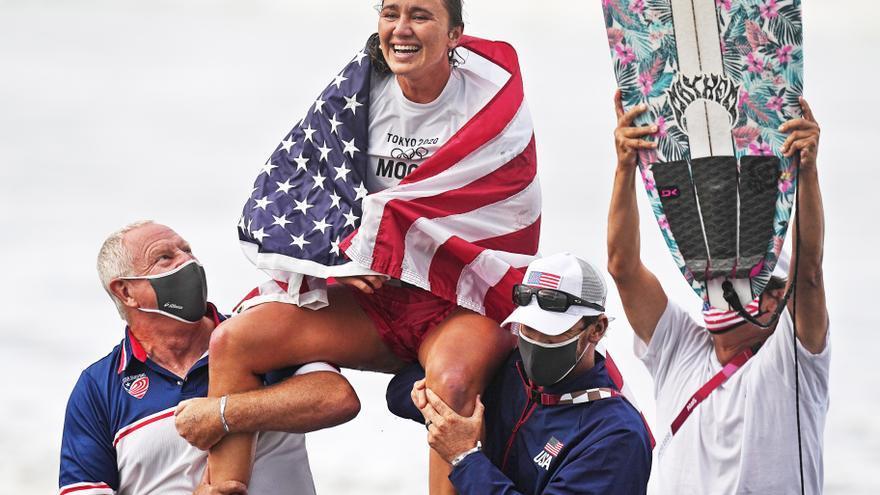 La estadounidense Carissa Moore se cuelga el primer oro femenino en surf