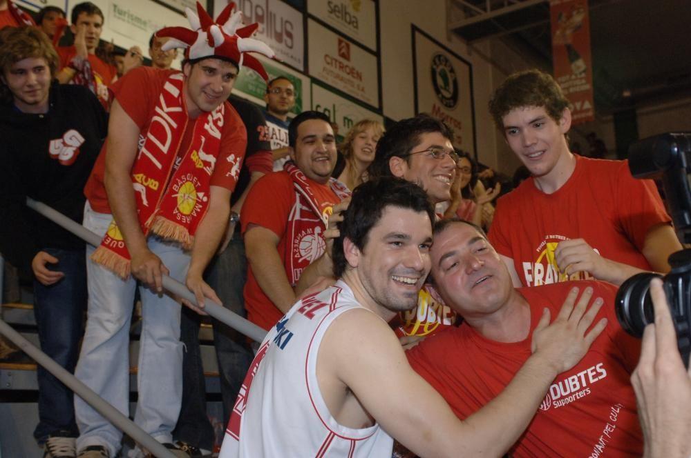 Fotos de la celebració de l'ascens a Huelva i del partit anterior al Nou Congost