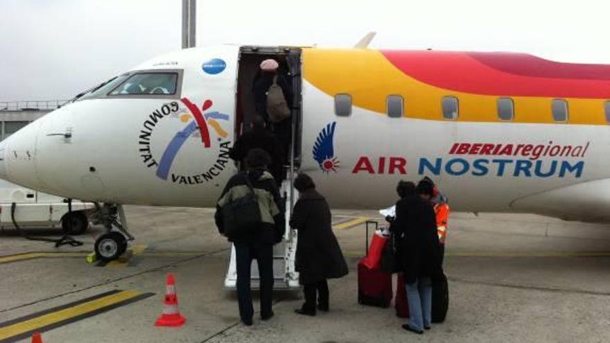 Las aerolíneas bajan un 40% el precio del vuelo a Madrid para competir con el AVE