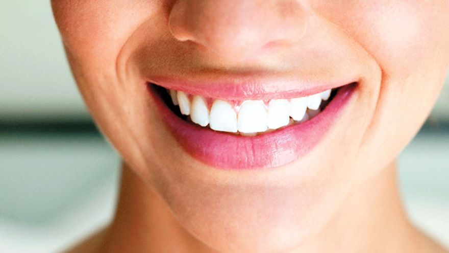 Implantes dentales en Vigo: Clínica Titanium lanza un descuento del 40% para que termines el año con una sonrisa