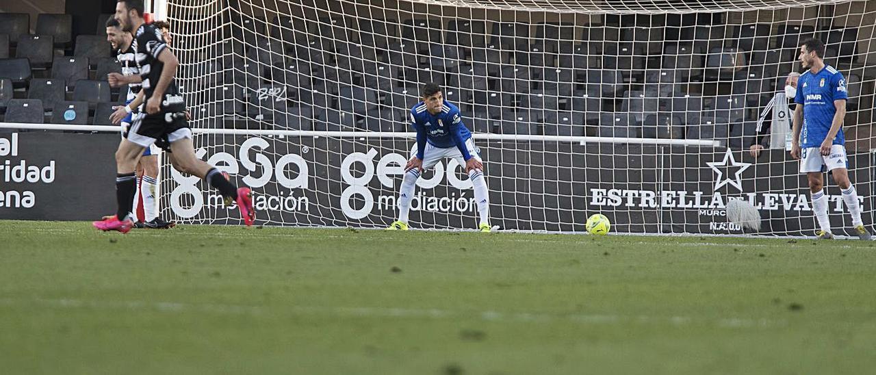 Grippo y Christian Fernández, tras el segundo gol del Cartagena.