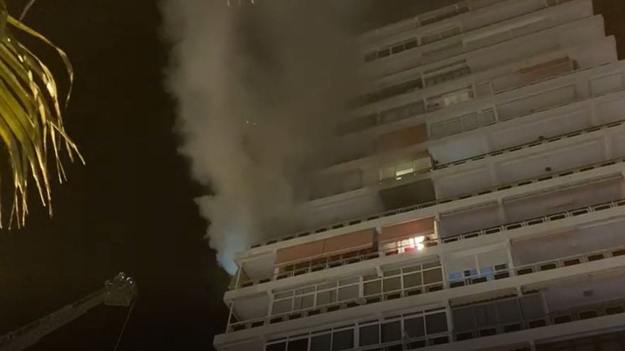 Dos personas asistidas por inhalación de humo en el incendio de una casa en Alicante