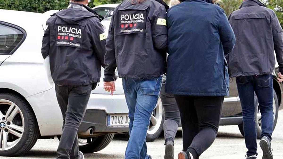 Arrestados por los Mossos d'Esquadra.     E.D.