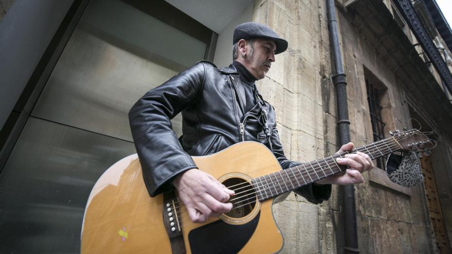 Pedro Conde, el viejo rockero de la Rúa
