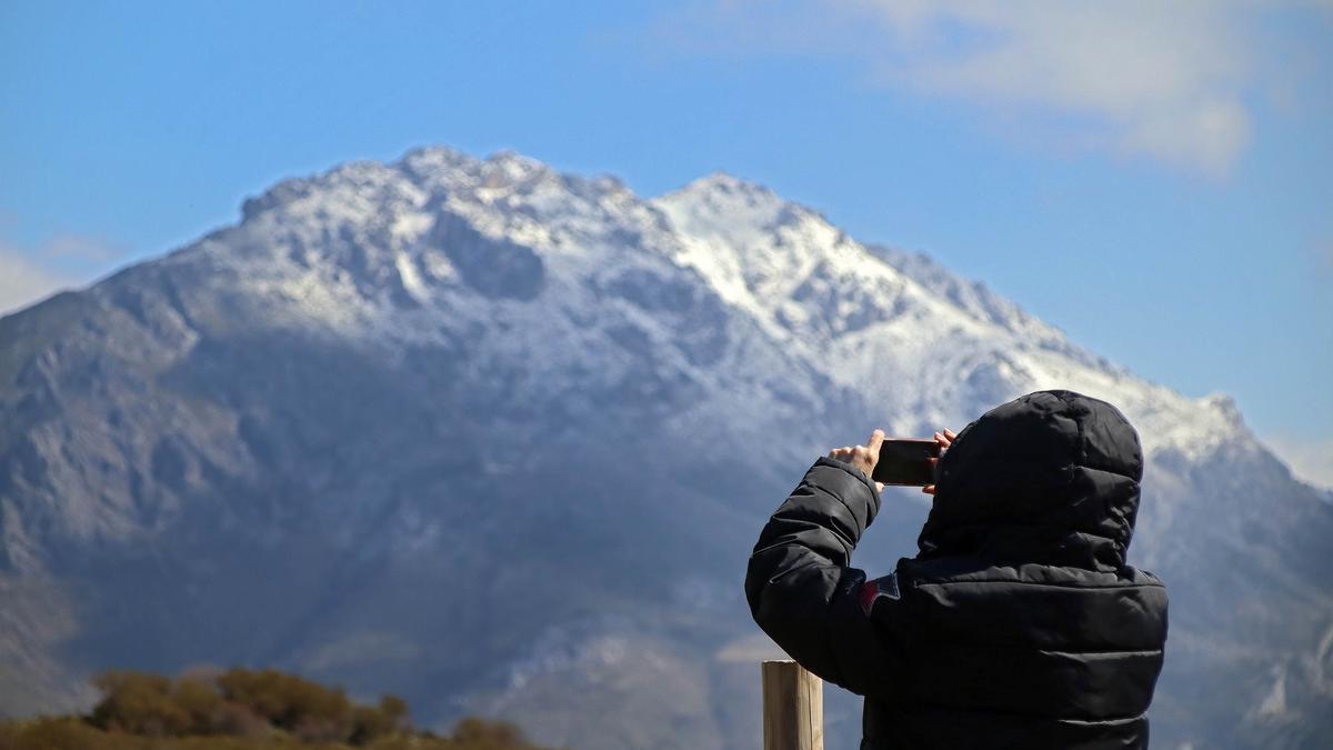 Poca nieve en la montaña leonesa el día 20 de marzo.
