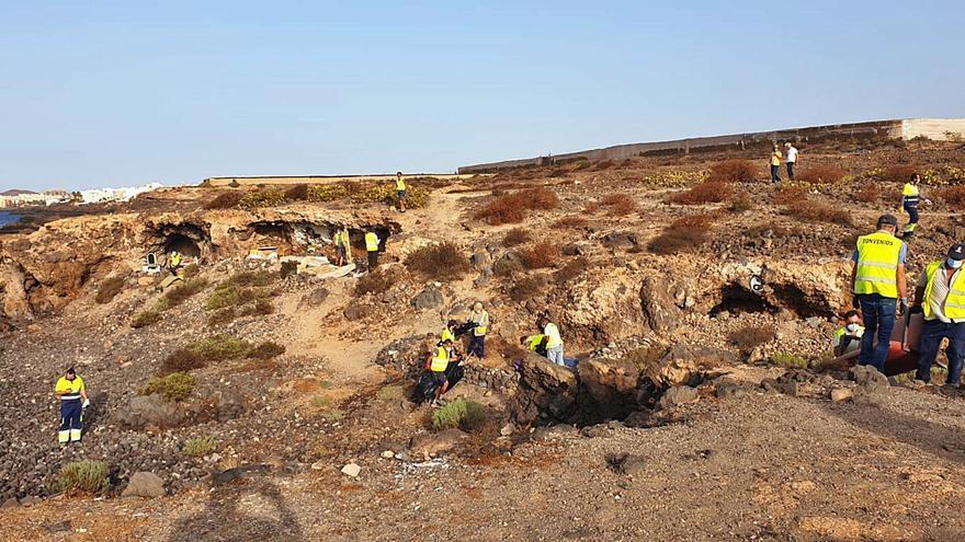 Desalojados cuarenta asentamientos ilegales entre La Mareta y Los Abrigos