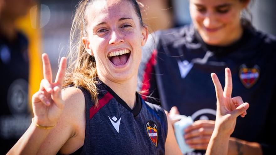 Eva Navarro recupera la sonrisa pese a ser la gran ausente en el Derbi