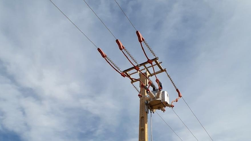 Las firmas eléctricas revelarán los datos de miles de contratos para esquivar los recortes