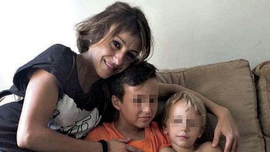 Juana Rivas entrega a sus dos hijos a su padre en Italia