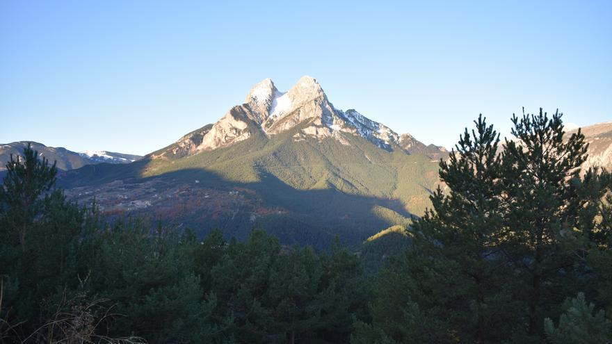 Rescaten un escalador precipitat de 35 metres al Pedraforca