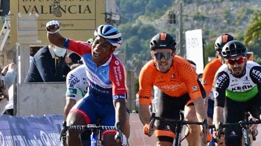 Lorrenzo Manzin gana la Clàssica de la Comunitat Valenciana