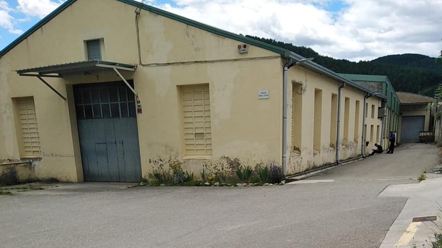 Gombrèn regularitza el lloguer d'una nau municipal que utilitza una empresa tèxtil des dels anys 60
