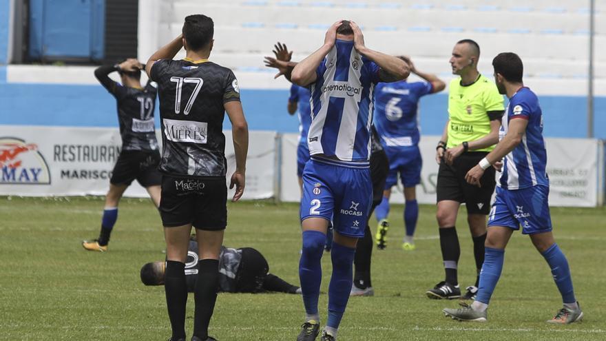Espeluznante lesión del delantero del Caudal Cristian en el campo del Real Avilés