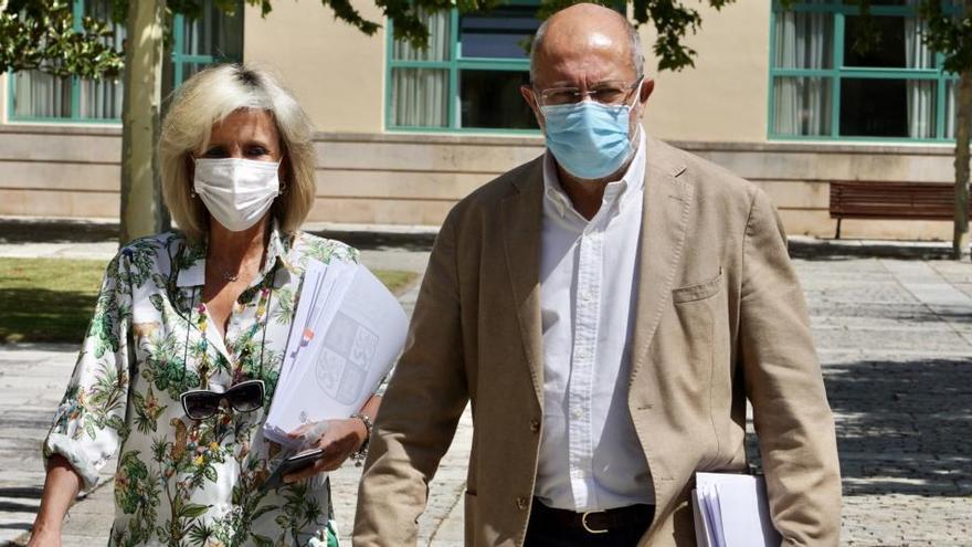 La consejera de Sanidad, Verónica Casado, y el vicepresidente de la Junta, Francisco Igea
