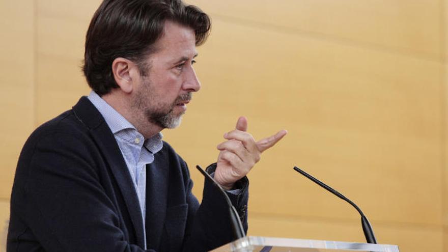 """Alonso permanecerá en el Cabildo el tiempo necesario para """"armar la oposición de CC"""""""