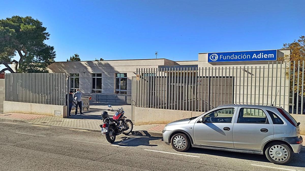 Fachada de las instalaciones del CRIS cedidas por el Ayuntamiento de Torrevieja en 2011.