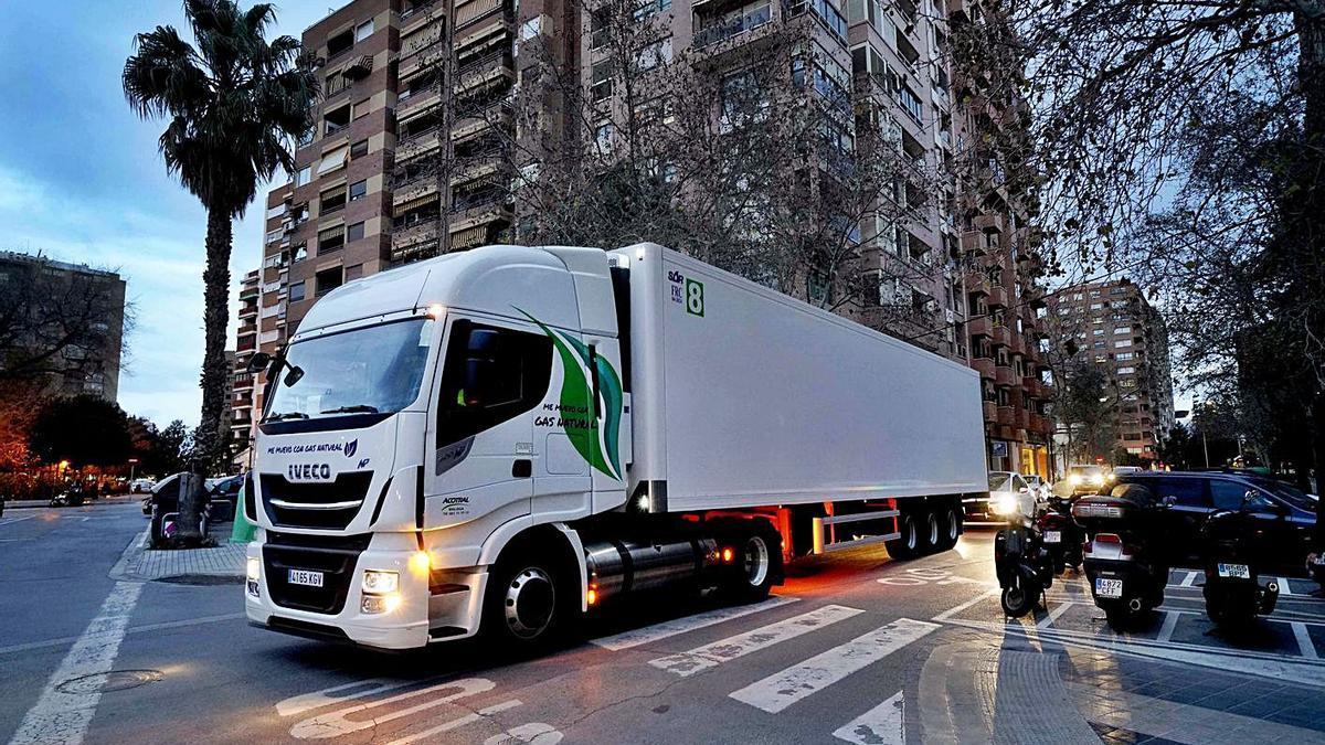 Un camión propulsado a gas natural de la flota de Mercadona. | | E.D.