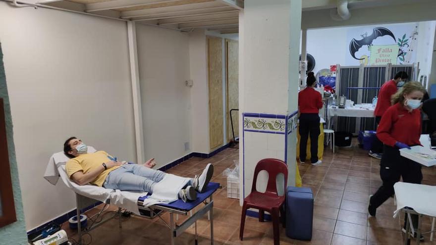 Ribó ofereix els casals fallers i poliesportius per a vacunar massivament