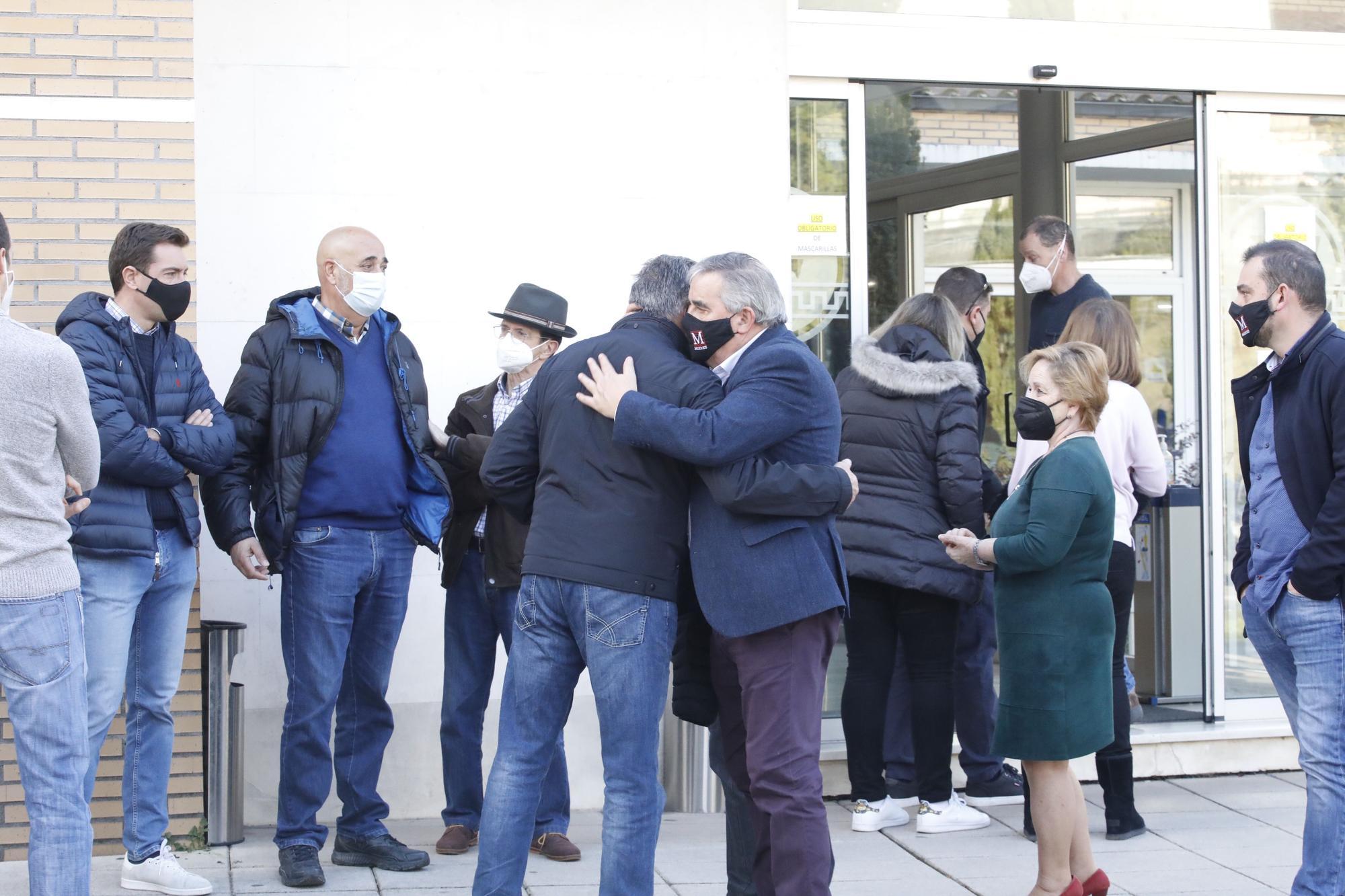 Despedida en el tanatorio al guardia civil atropellado en Mieres