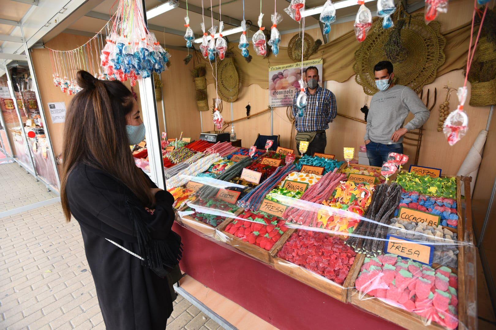 Abre el mercado de la Primavera en la Victoria