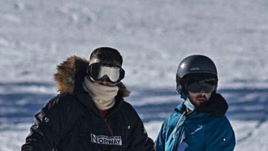 ¿Por qué hay ourensanos de la capital disfrutando de la nieve en Manzaneda?