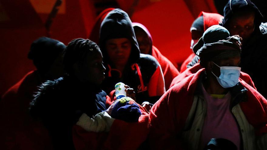 Rescatan una patera con una embarazada al sur de Gran Canaria