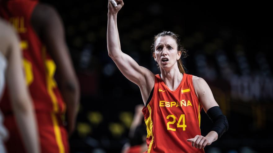Laura Gil celebra con el pase a cuartos su partido 130 con España
