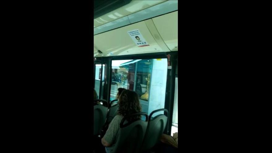 Denuncian exceso de viajeros en la línea 15 de la EMT