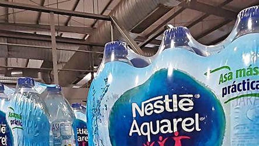 Nestlé lanza nuevas botellas, hechas con material reutilizado y cien por cien reciclables