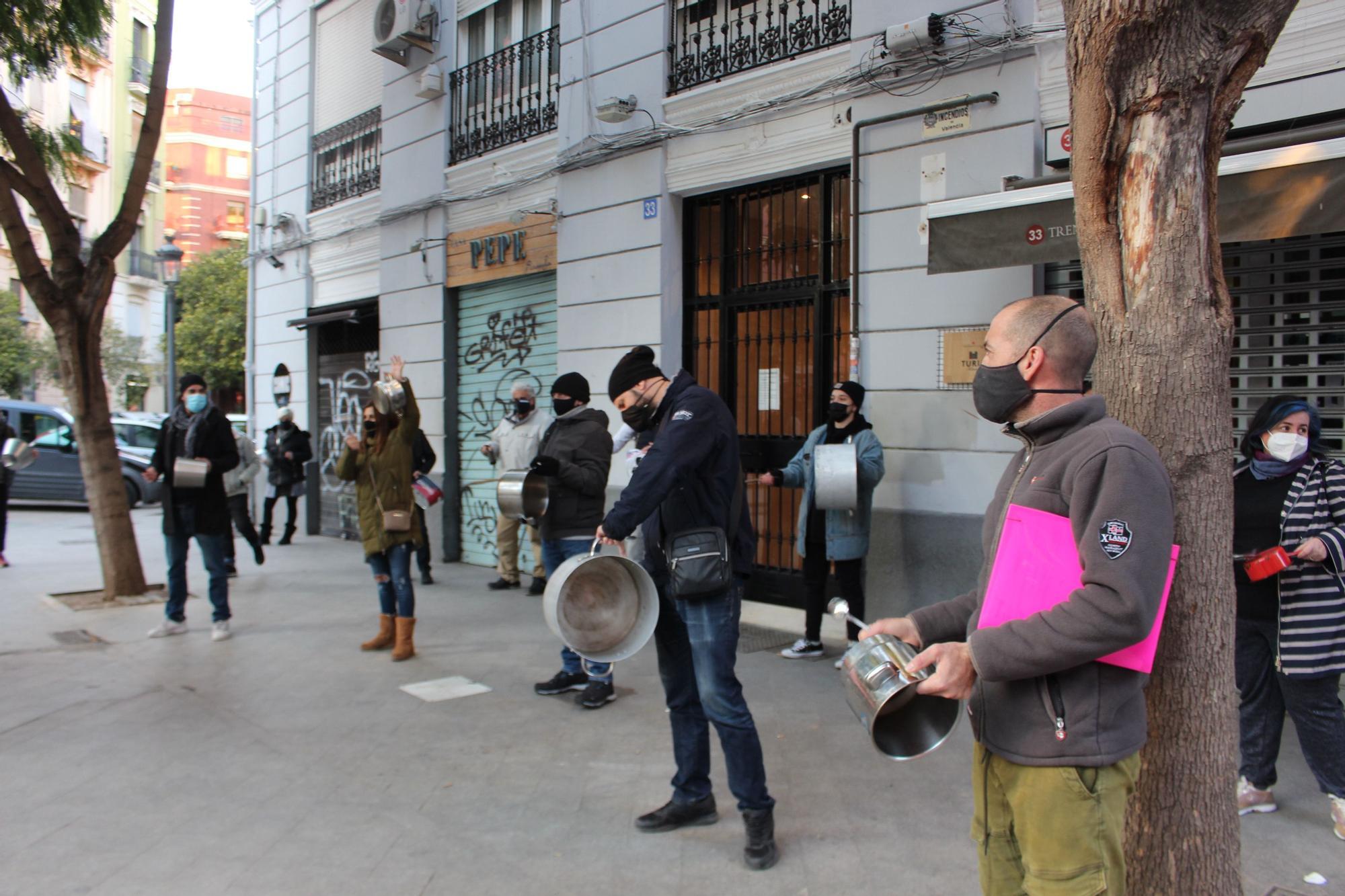 Cacerolada de la hostelería en contra del cierre a las 17 horas