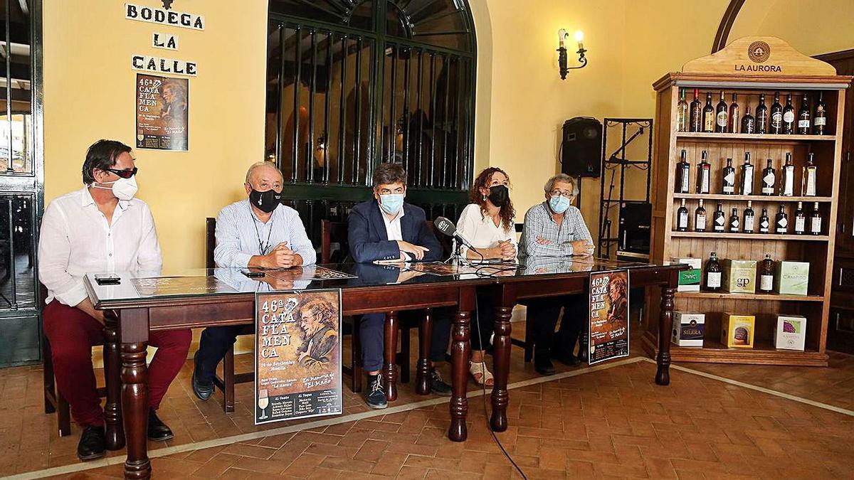 Antonio Mejías, Salvador Córdoba, Rafael Llamas, Soledad Raya y Antonio López, en la cooperativa La Aurora.