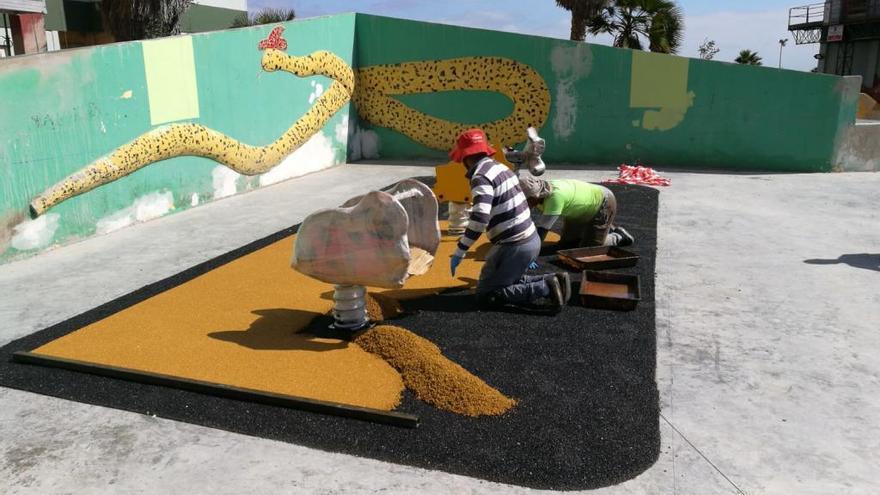 El Ayuntamiento reconstruye el parque infantil de la calle Manuel Alemán Álamo