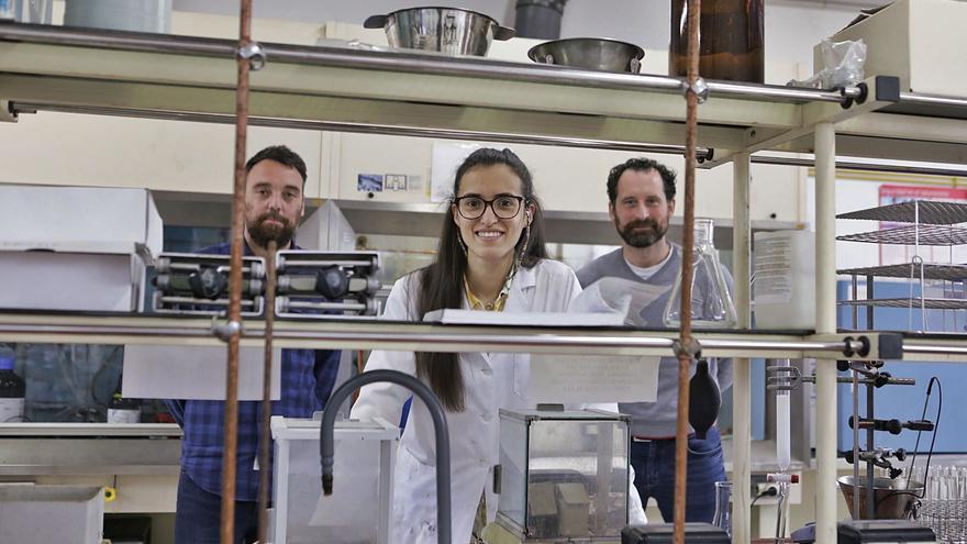 """La uvieína Marina Ramos fai química verde: busca disolventes sostenibles porque """"cómo produces importa"""""""
